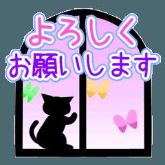 おしゃれに動く♪窓辺の黒猫